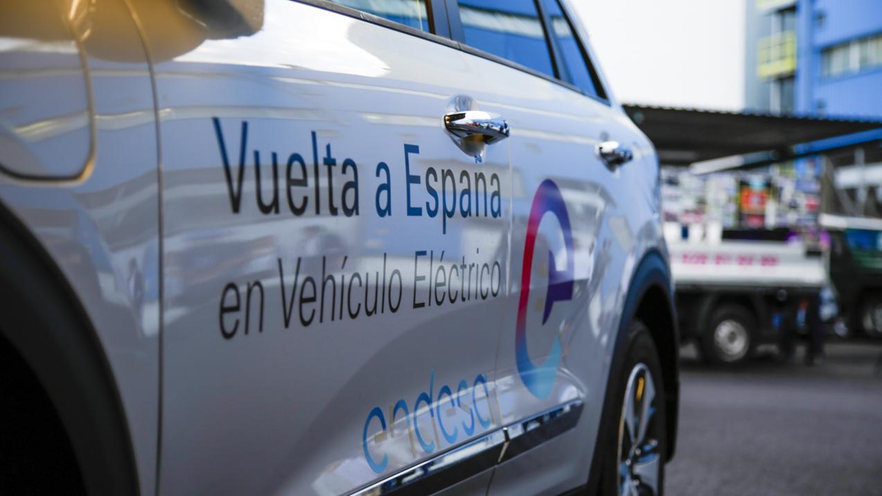 Coche eléctrico de la Vuelta a España en vehículo eléctrico de Endesa